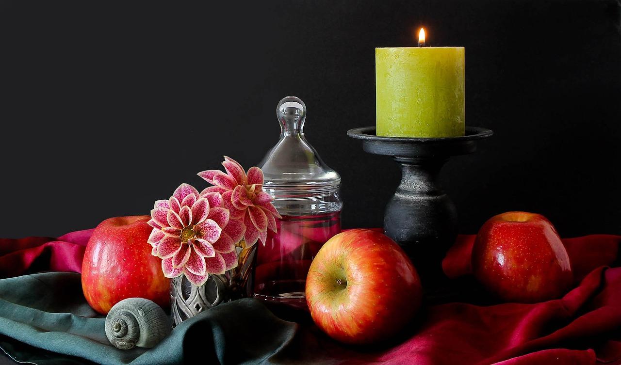 Dekoracja z kwiatów i warzyw na stół. Jak sezonowo udekorować stół?