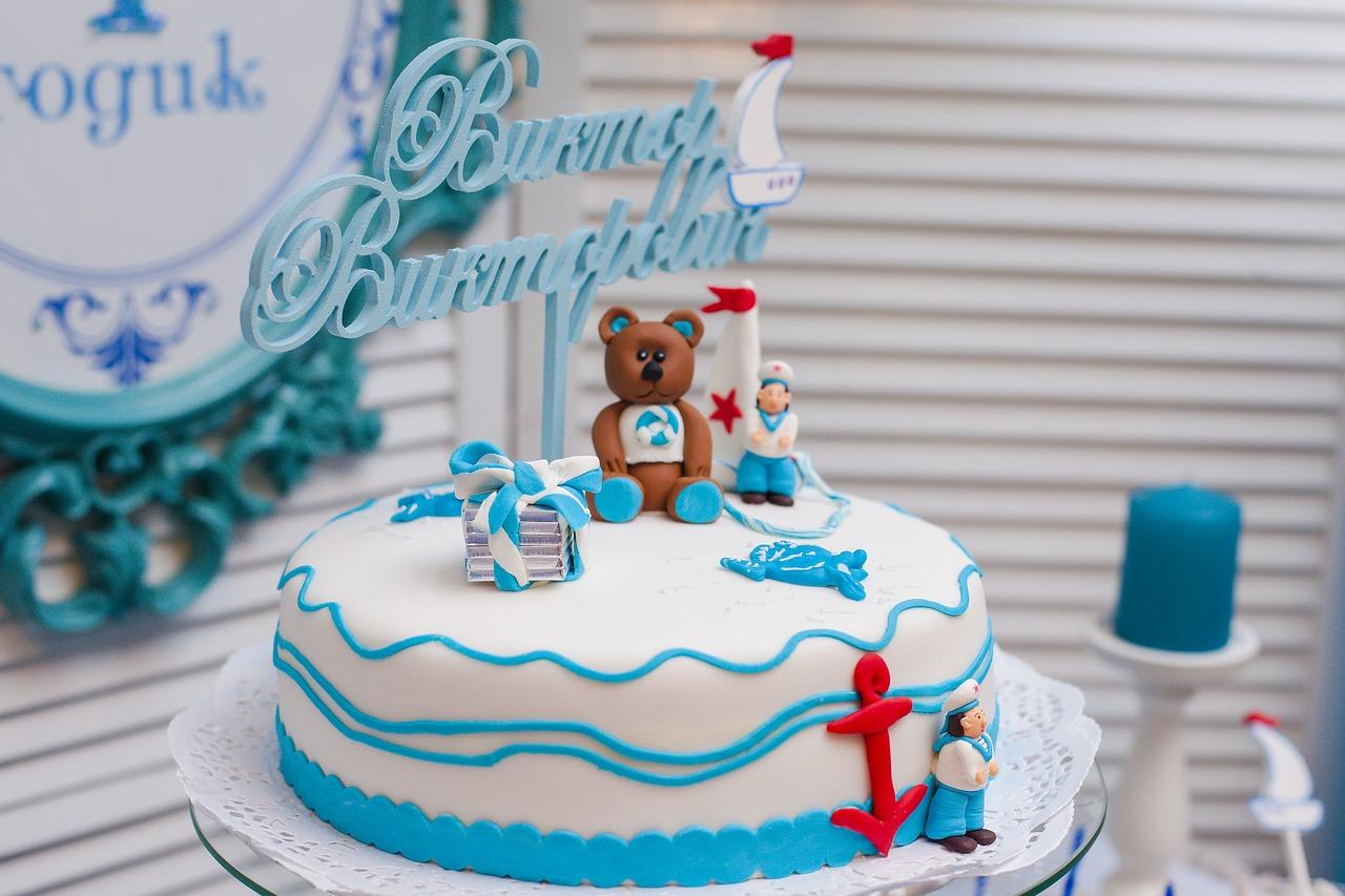 Dekoracja stołu na 25 rocznicę ślubu. Dekoracje na specjalne okazje – jakie wybrać? Dekoracja stołu na rocznicę ślubu na niebiesko