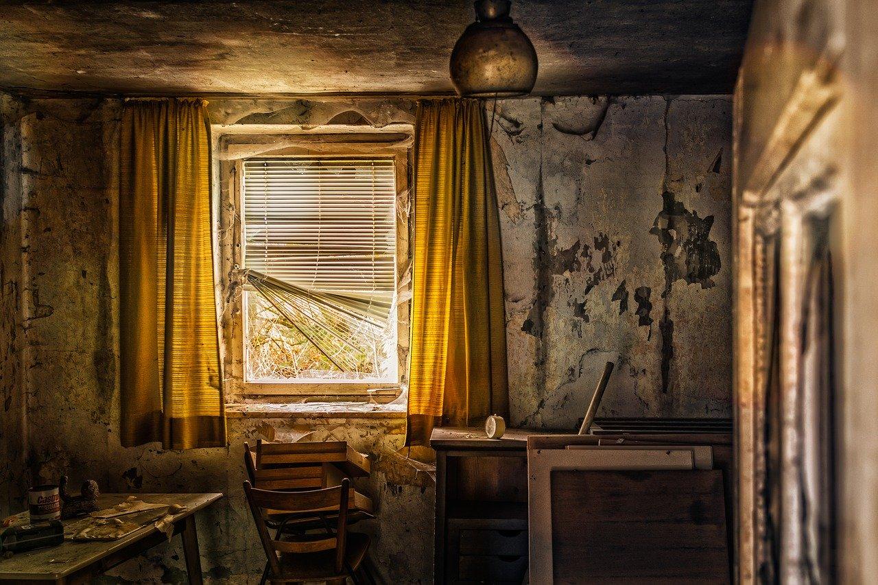 Straszny dwór? Bywa i straszny dom…