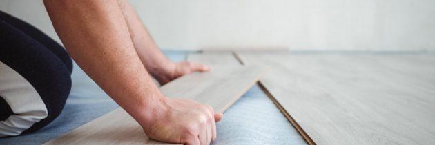 Nowe panele na starą podłogę – jak położyć panele na drewnianej podłodze?