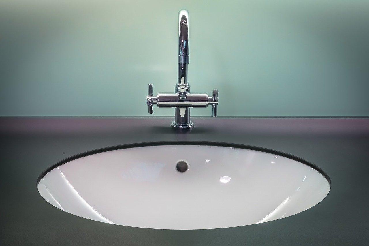 Umywalka… i co pod nią? Z czego zrobić blat pod umywalkę?